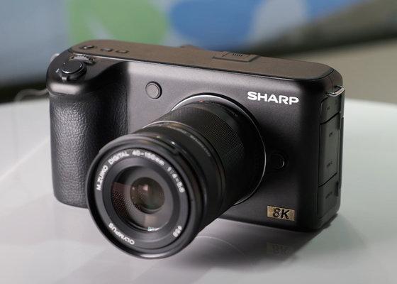 Sharp показала 32-дюймовый моноблок споддержкой 8K, HDR и120 Гц