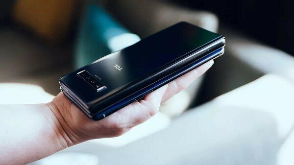 Забудьте Galaxy Fold: этот складной смартфон гораздо круче