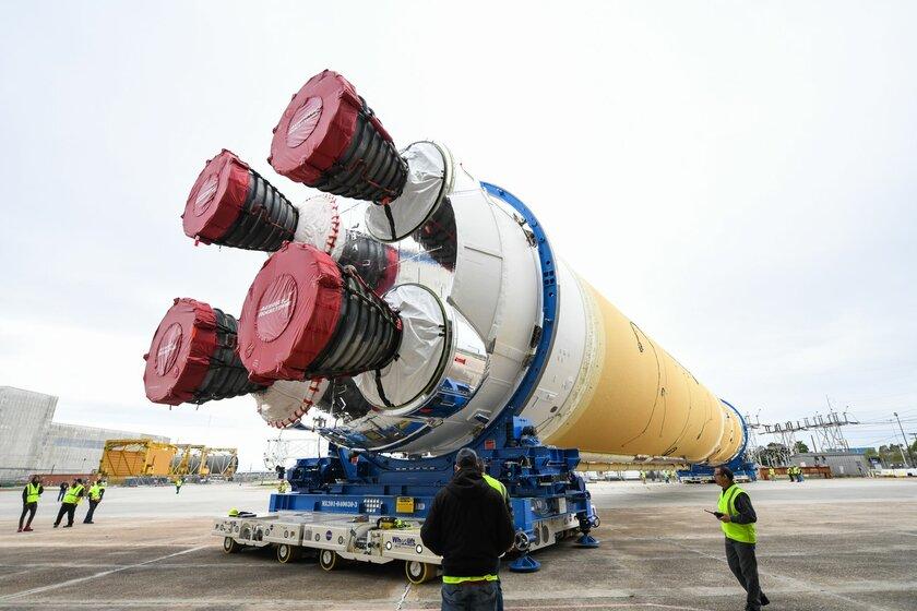 NASA хочет снова отправить людей наЛуну, но есть «но» размером 12 миллиардов долларов