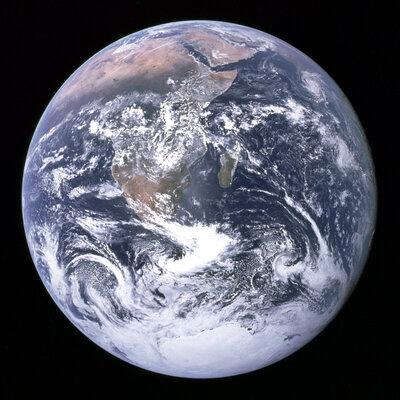 Привет, космос! SpaceX отвезет туристов наорбиту Земли к2022 году