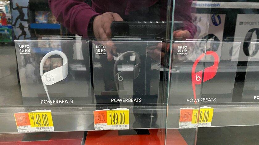 Новые наушники Apple замечены водном изофлайн-магазинов