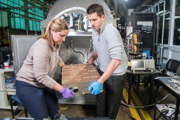 NASA создаёт ионный двигатель длястолкновения састероидом