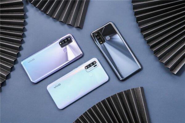 Представлен смартфон Vivo Y50— середнячок сбольшой батареей