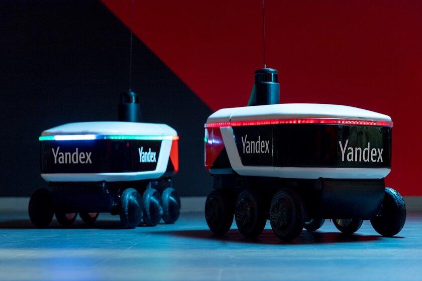 Робот-курьер Яндекса начал работать вСколково