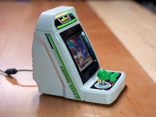 Sega выпустила миниатюрный игровой автомат на36 игр
