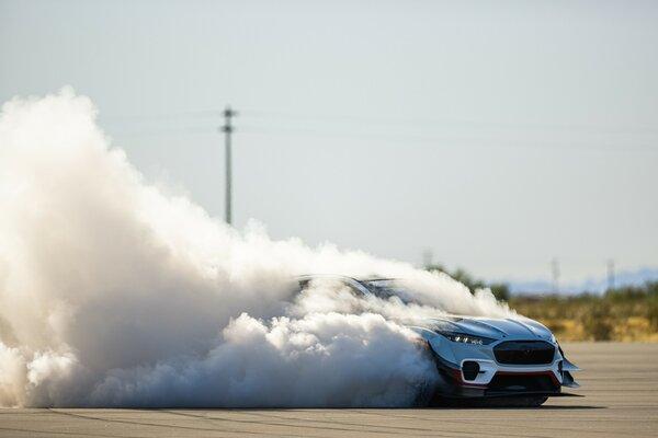 Ford создал 1400-сильный электрический Mustang Mach-E