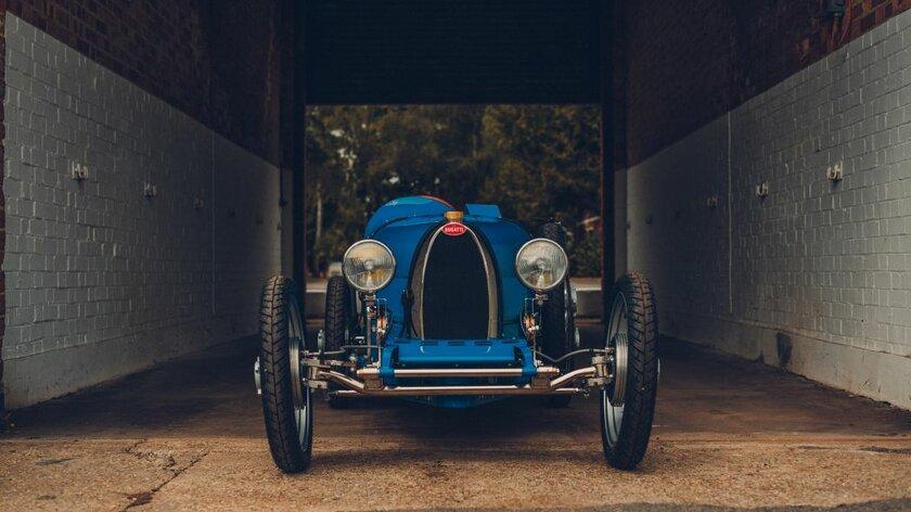 Bugatti Baby II: детский электрический родстер за000