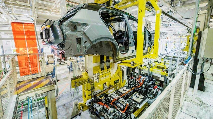 Volvo приступила кпроизводству своего первого полностью электрического кроссовера