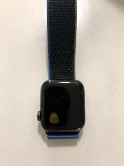 Фото: Apple Watch SE перегреваются, плавя экран иоставляя следы наруке