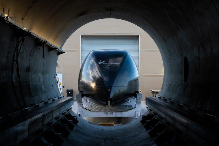 500 метров за15 секунд: Virgin Hyperloop протестировала первый вакуумный поезд спассажирами наборту