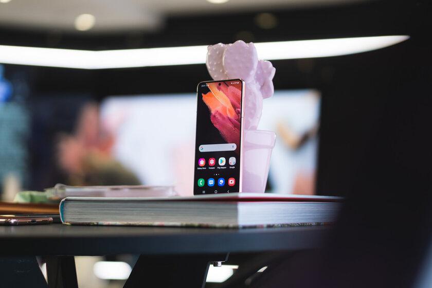 Samsung представила смартфоны GalaxyS21 иS21+— старая начинка сновым интеллектом