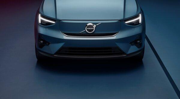 Volvo представила свой второй серийный электромобиль— Volvo C40 Recharge