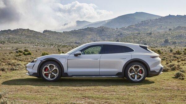 Встречайте, Porsche Taycan Cross Turismo: внедорожная версия конкурента Tesla Model S