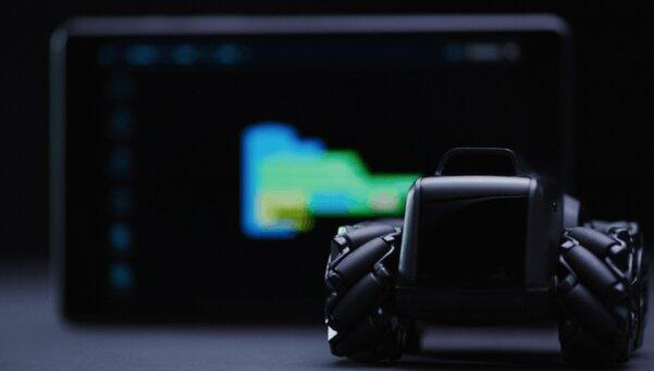 Крошечный беспилотный джип: необычный ИИ-робот длядома стоит как умные часы