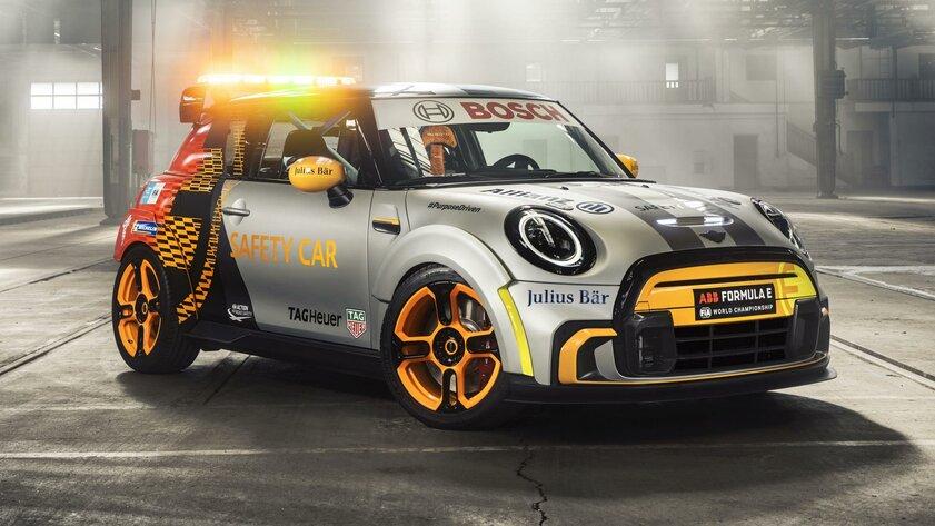 Электрический Mini Cooper отвечает забезопасность наFormula E