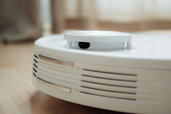 Обзор робота-пылесоса свлажной уборкой Viomi SE. Решение длятех, кому лень убираться — Белый робот впишется в любую квартиру. 3