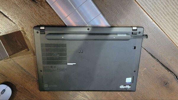 Lenovo представила комплект для беспроводной зарядки, он позволяет заряжать ноутбук как iPhone
