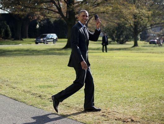 Барак Обама все еще использует смартфон от BlackBerry