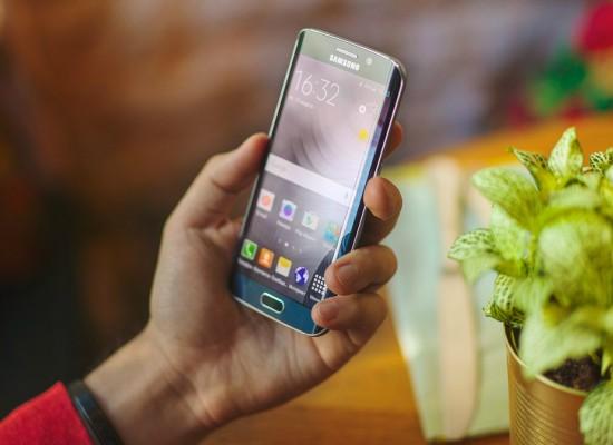 Samsung подняла за последний месяц продажи смартфонов