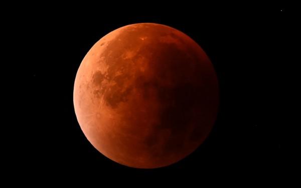«Кровавая луна»: подборка лучших фотографий со всего мира
