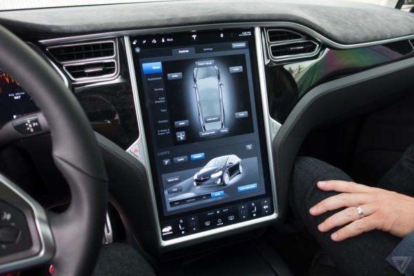 Вышел новый электрокар Tesla Model X схимической защитой