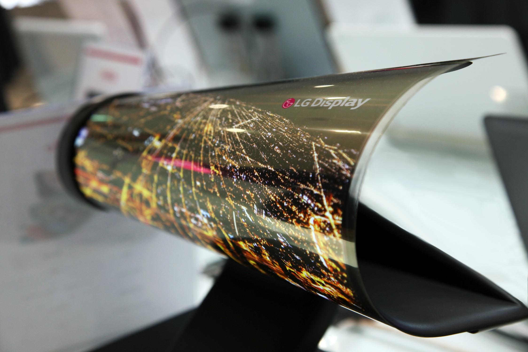 LG покажет сворачивающийся OLED-дисплей наCES 2016
