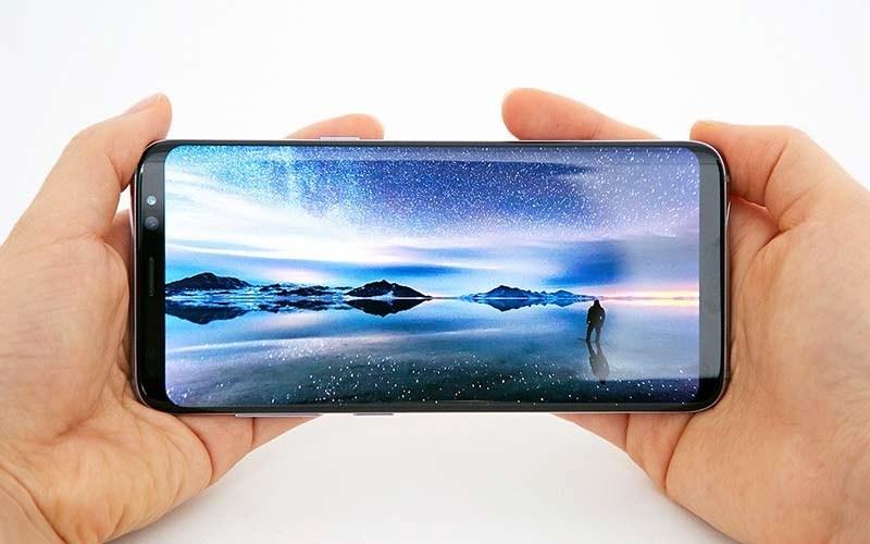 Помнению знатоков, Самсунг Galaxy S8 обеспечен лучшим экраном вмире