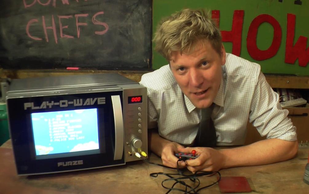 Британский изобретатель встроил игровую консоль вмикроволновку