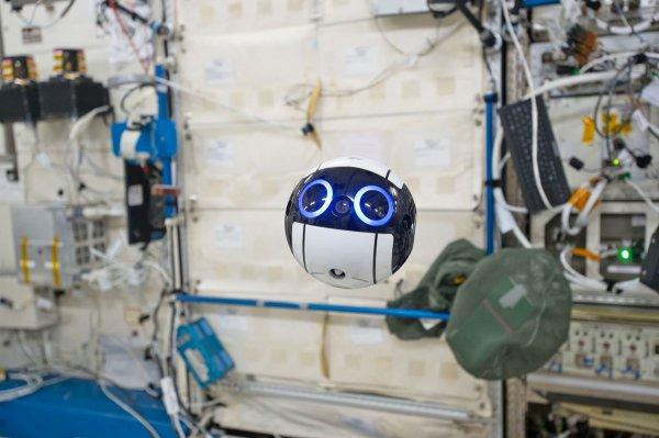 Японский робот-беспилотник помогает космонавтам наМКС