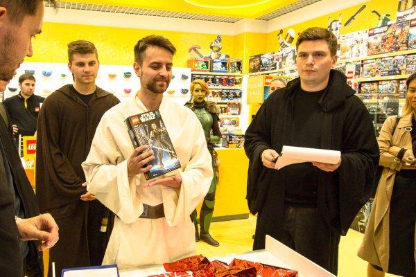 LEGO презентовала наборы поVIII Эпизоду «Звездных войн»