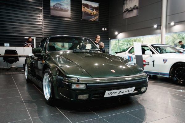День классических Porsche 911 вМоскве
