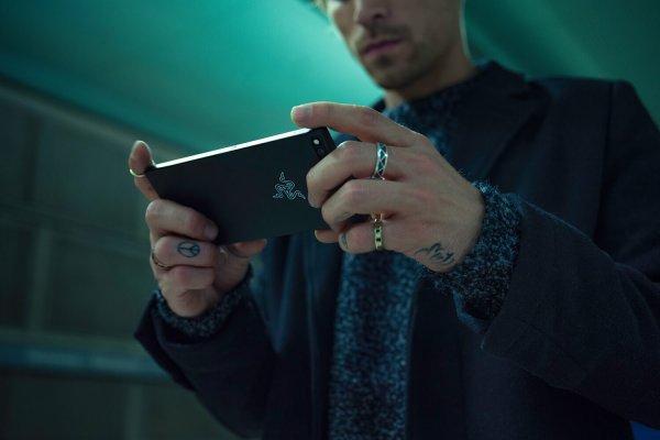 Razer представила свой первый смартфон длягеймеров