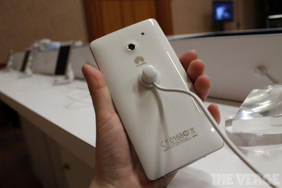 """CES 2013: Huawei представила новый """"планшетофон"""" и самый быстрый смартфон"""