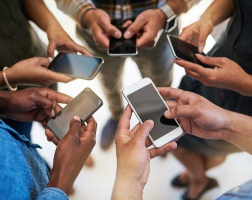 Смартфонная зависимость вызывает дисбаланс вмозге