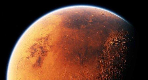 У поверхности Марса обнаружили залежи льда