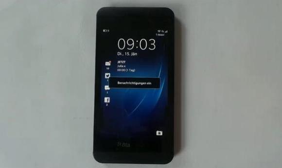 Смартфон BlackBerry Z10 на видео