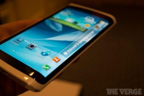 Первая информация о смартфоне с гибким дисплеем от Samsung
