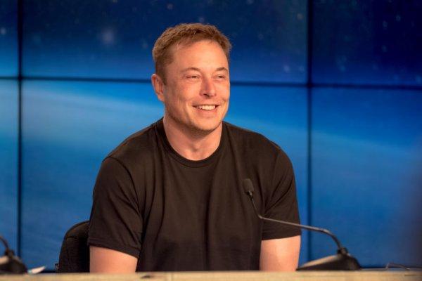 Илон Маск пообещал съесть свою шляпу