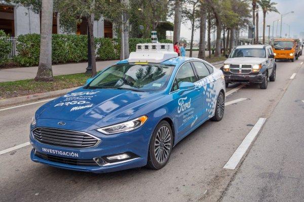 Беспилотные автомобили Ford начнут полноценно обслуживать людей в2021 году