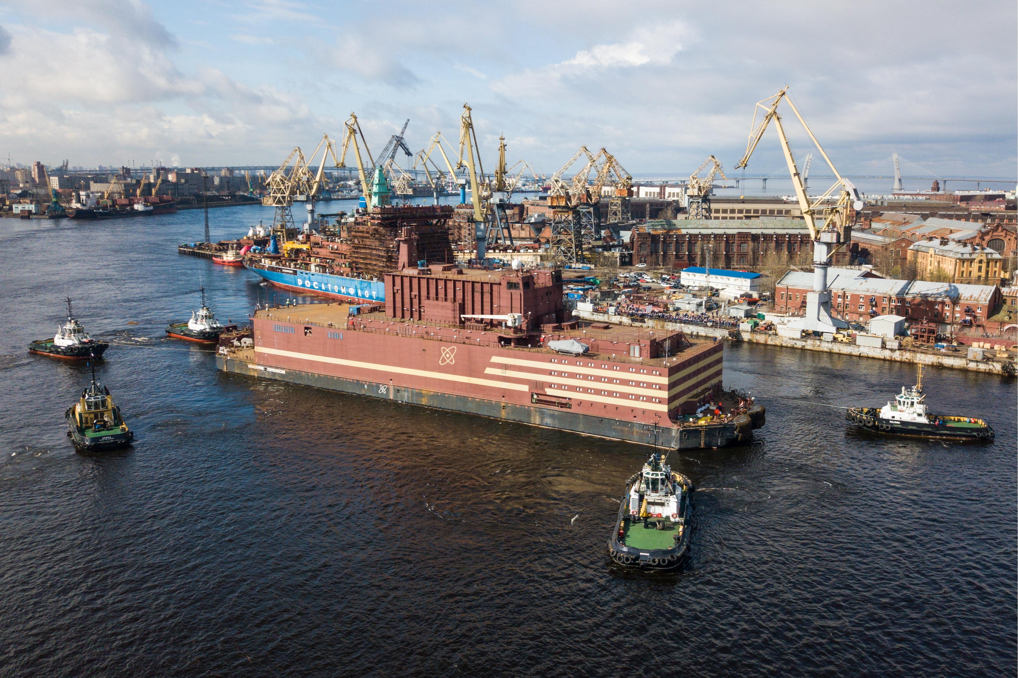 Плавучая атомная электростанция «Академик Ломоносов» вышла вморе