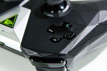 Nvidia Shield TV: облачный гейминг— новый уровень — Пульт управления и контроллер Shield. 12
