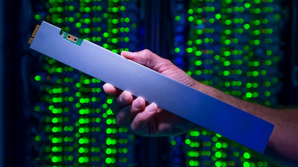 Выпущен первый SSD вформ-факторе «линейка» отIntel