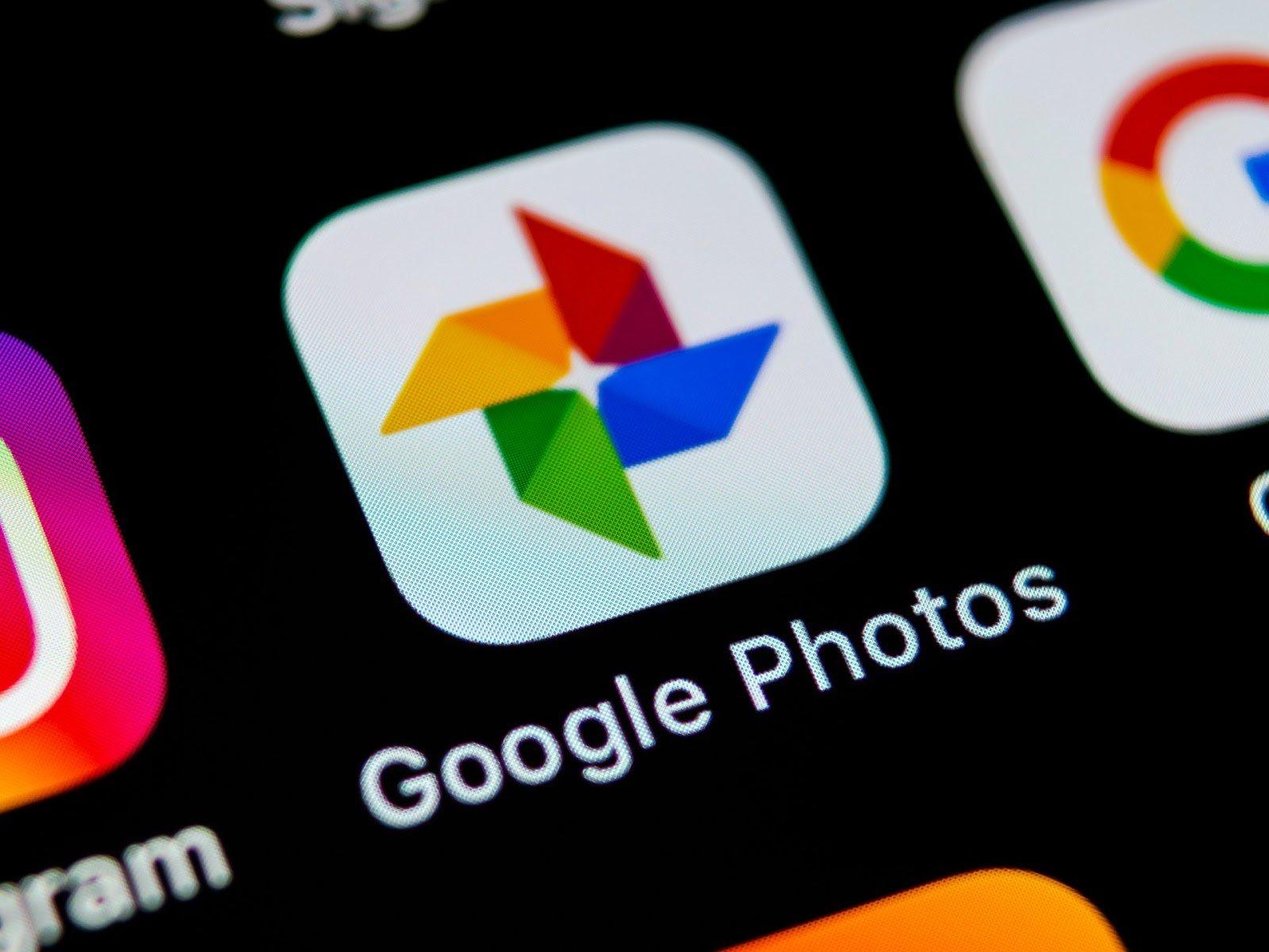 Google Photos научился распознавать текст на фото