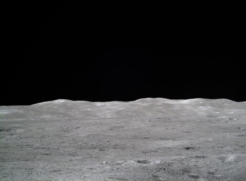 Китай поделился невероятными снимками обратной стороны Луны